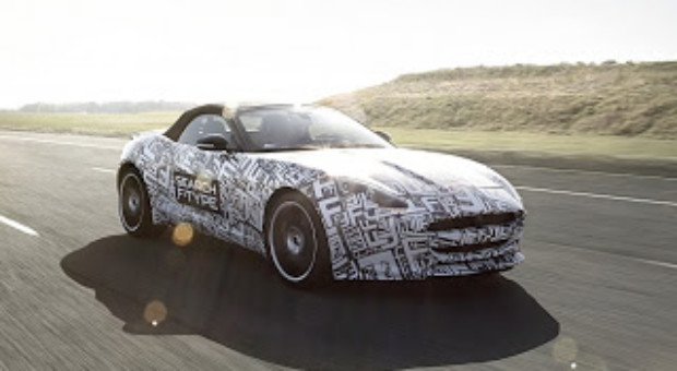 Lana Del Rey a acceptat sa fie noua imagine a automobilelor Jaguar, care lanseaza noul model F-Type