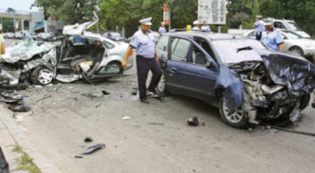 Depăşirea vitezei legale cu maximum 20 km/h, vorbitul la mobil şi nepurtarea centurii de siguranţă să fie sancţionate cu avertisment la prima abatare